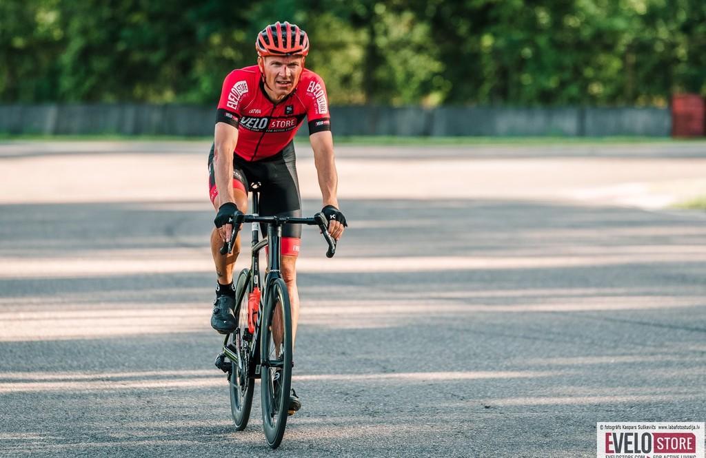 Vēvers izcīna astoto vietu savā vecuma grupā Eiropas Granfondo čempionātā grupas braucienā
