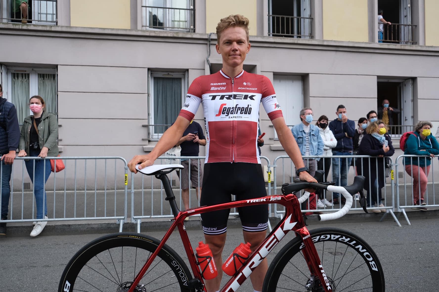"""Politss izcīna pirmo uzvaru """"Tour de France""""; Skujiņš finišē vienā grupā ar Pogačaru"""