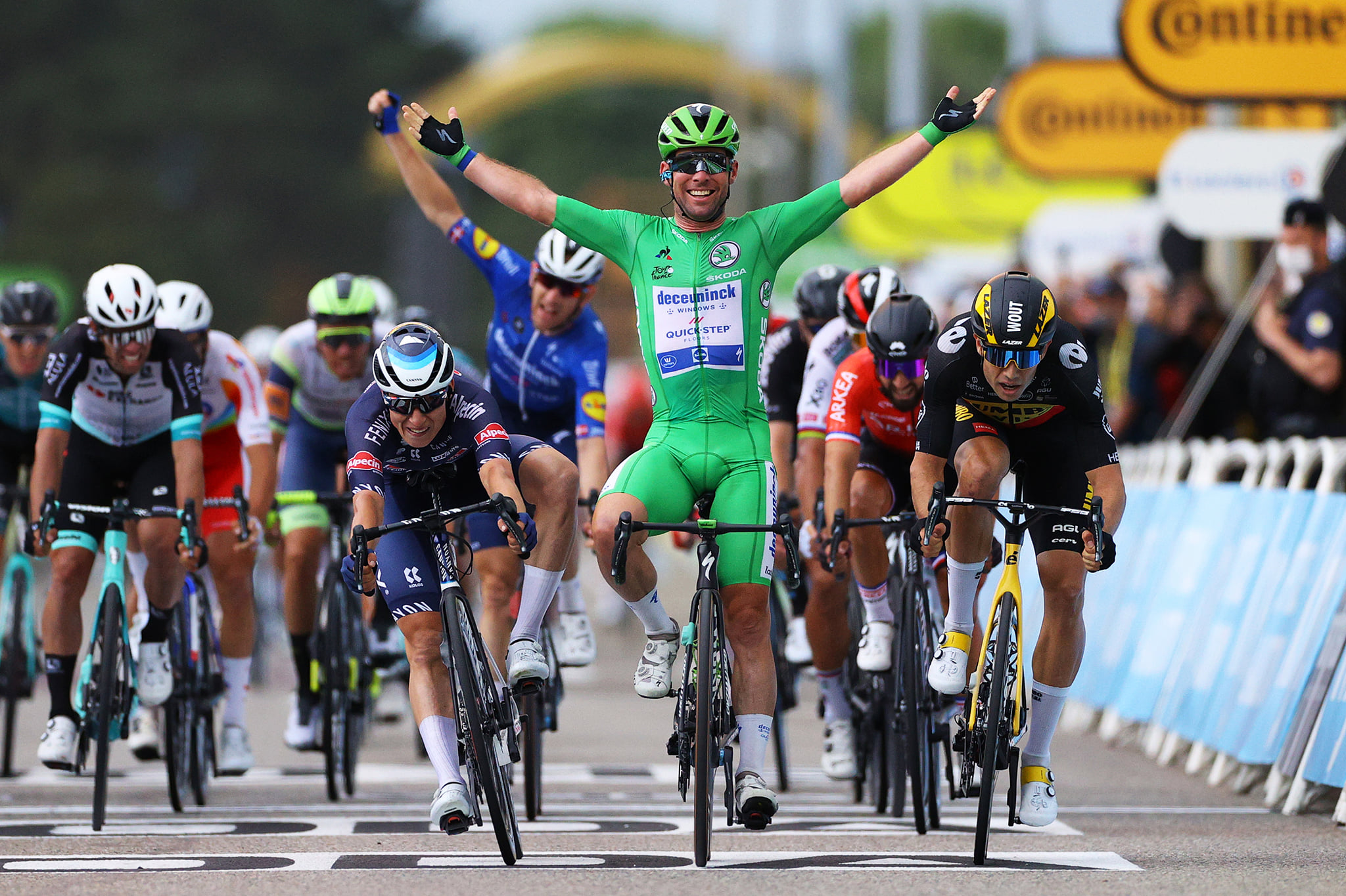 """Kavs uzvar 13. posmā un panāk Merksu """"Tour de France"""" uzvaru skaita ziņā"""