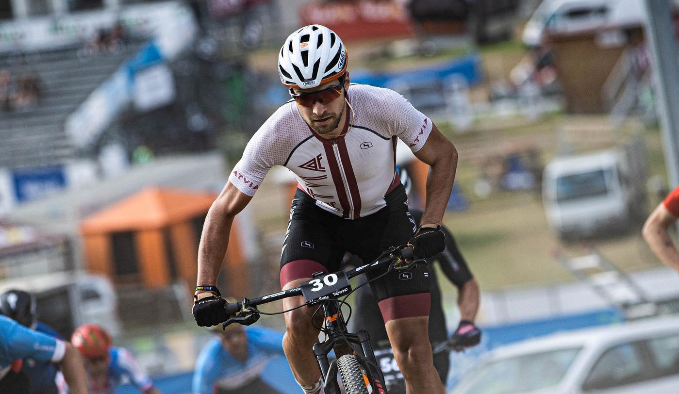 Blūms izcīna augsto sesto vietu pasaules čempionātā MTB saīsinātajā distancē