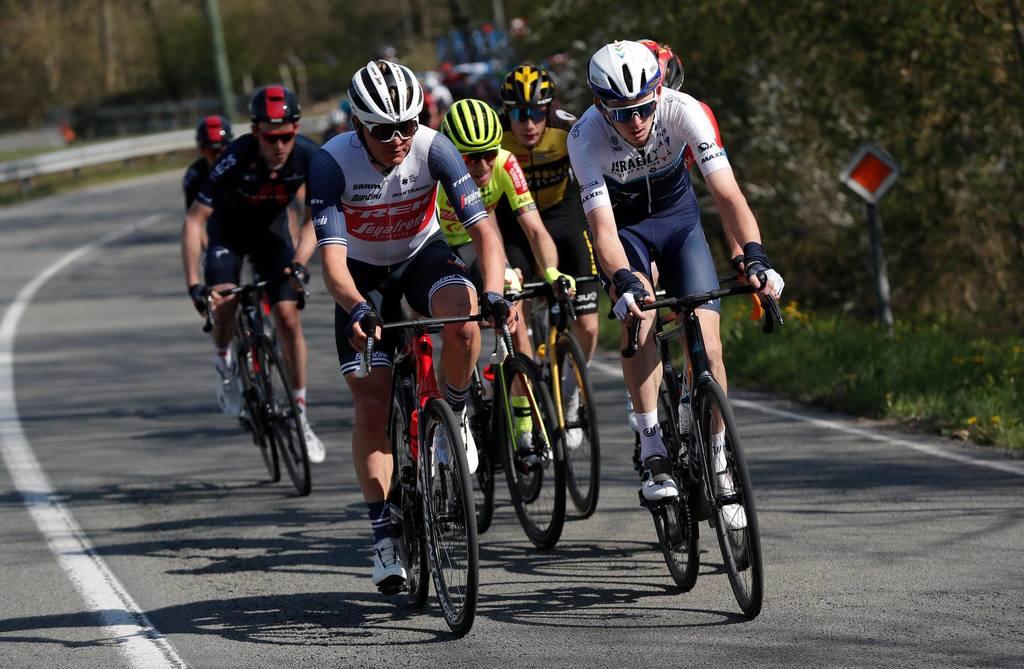 Neilandam un Skujiņam jaudīgs sniegums un vērtīgi UCI punkti slavenajā Ljēžas velobraucienā; uzvar Pogačars